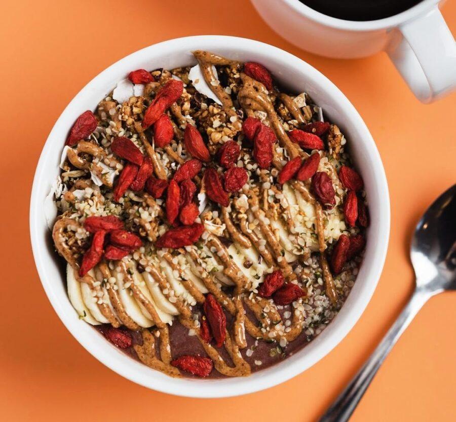 smoothie bowls, plantbased, vegan, vancouvers best, top smoothie bowls, ecoluxliving plantbased blog, helen siwak, vancouver, vancity, yvr, lifestyle