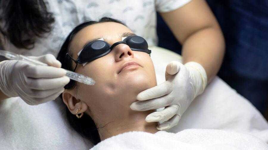 jetpeel facial, beauty procedure, vancouver, bc, yvr, one clinic md, false creek, spinning chandelier, helen siwak, ecoluxluv